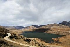 Lac des montagnes photo stock