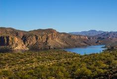 Lac desert de Moss Covered Mountains Overlooking High photos libres de droits