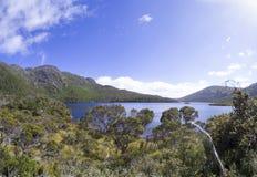 Lac dove, montagne de berceau, Tasmanie Photographie stock libre de droits
