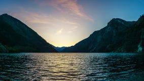 Lac Duffey en Colombie-Britannique, Canada pendant le coucher du soleil images libres de droits