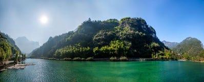Lac en bambou de l'eau sainte de mer de Hubei Zigui Three Gorges Image libre de droits