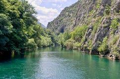 Lac en canyon Matka, Macédoine Photographie stock