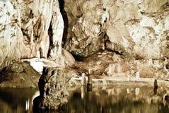 Lac en caverne Image libre de droits