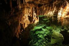 Lac en caverne photographie stock