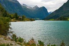 Lac en montagnes Photographie stock libre de droits
