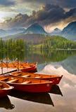 Lac en montagnes Photos stock