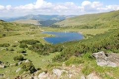 Lac en montagnes Image libre de droits