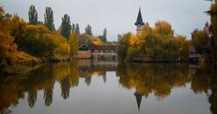 Lac en parc image libre de droits