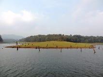 Lac en parc national de Periyar, Kerala au coucher du soleil photos stock