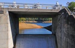 Lac et barrage Fontana Photos libres de droits