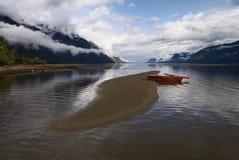 Lac et bateau à rames photographie stock libre de droits