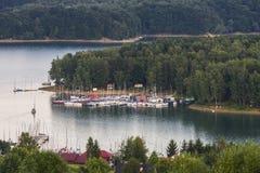 Lac et bateaux à voile image stock