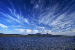 Lac et ciel bleu Image libre de droits