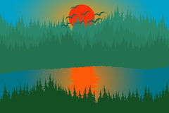 Lac et colline de forêt de coucher du soleil images libres de droits