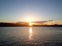 Lac et coucher du soleil Photo libre de droits