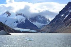 Lac et glacier en parc national de visibilité directe Glaciares, EL Chaltén, Argentine photographie stock