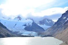 Lac et le glacier de Piedras Blancas, en parc national de visibilité directe Glaciares, EL Chaltén, Argentine Photo stock