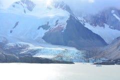 Lac et le glacier de Piedras Blancas, en parc national de visibilité directe Glaciares, EL Chaltén, Argentine Photographie stock