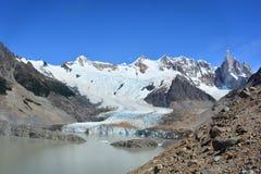 Lac et le glacier de Piedras Blancas, en parc national de visibilité directe Glaciares, EL Chaltén, Argentine Image stock