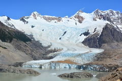 Lac et le glacier de Piedras Blancas, en parc national de visibilité directe Glaciares, EL Chaltén, Argentine Images stock