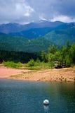 Lac et montagnes photos stock