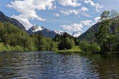 Lac et montagnes Photo stock