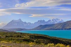 Lac et montagnes bleus Image stock