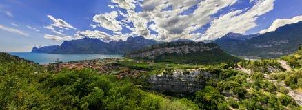 Lac et montagnes italy photo stock