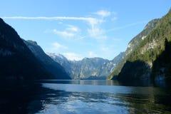 Lac et montagnes Koenigssee Photographie stock libre de droits