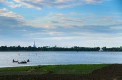 Lac et pagodas Taungthaman Image libre de droits