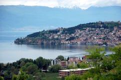Lac et ville Ohrid, république de Macédoine Photos libres de droits