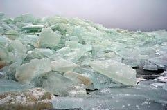 lac figé d'icebergs Photo stock