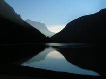 Lac foncé Image stock