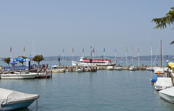 Lac Garda Italie harbor de Sirmione Images stock
