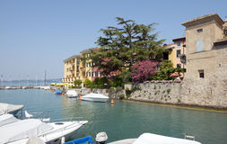 Lac Garda Italie harbor de Sirmione Photos stock