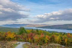 Lac George Region autumn Color Rolling Into The photo libre de droits
