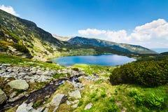 Lac glaciaire Calcescu en montagnes de Parang, Roumanie photo stock