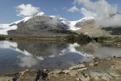 Lac glaciaire dans les Rocheuses canadiennes Image libre de droits