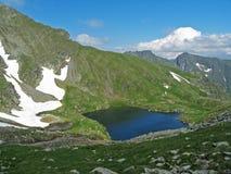 Lac glaciaire sur une montagne Images libres de droits