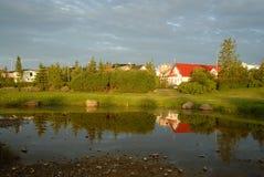 Lac Hamarkotslaekur dans Hafnarfjordur, Islande Photographie stock libre de droits