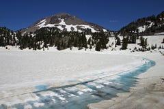 Lac Helen et crête de Lassen photographie stock libre de droits