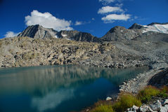 Lac high altitude. Alpes italiens Photo libre de droits