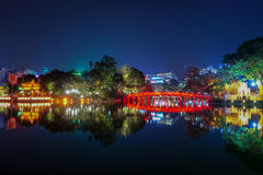 Lac Hoan Kiem la nuit à Hanoï Vietnam photographie stock