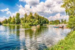 Lac Idillic à l'intérieur de parc de Gorki, Moscou, Russie Images libres de droits