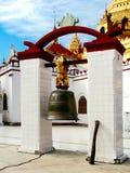 Lac Inle - cloche principale de bonne chance de Paya Temple de bouddhistes profondément dans Myanmar image stock