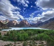 Lac Iskader en montagnes de Fann, le Tadjikistan image libre de droits