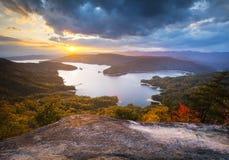 Lac Jocassee foliage d'automne de la Caroline du Sud scénique Images stock
