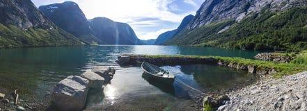 Lac Jolstravatnet en Norvège du sud Photographie stock