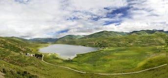 Lac Kasa par l'autoroute nationale 317 dans la porcelaine Photographie stock