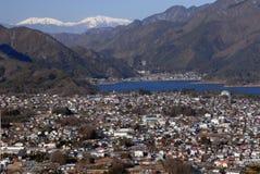 Lac Kawaguchiko et ville de Fujikawaguchiko Images libres de droits